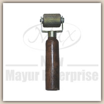 Stricher Roller with Wooden Handle